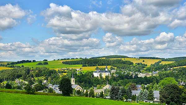 Blick vom Grundstück auf den Ort Neuhausen